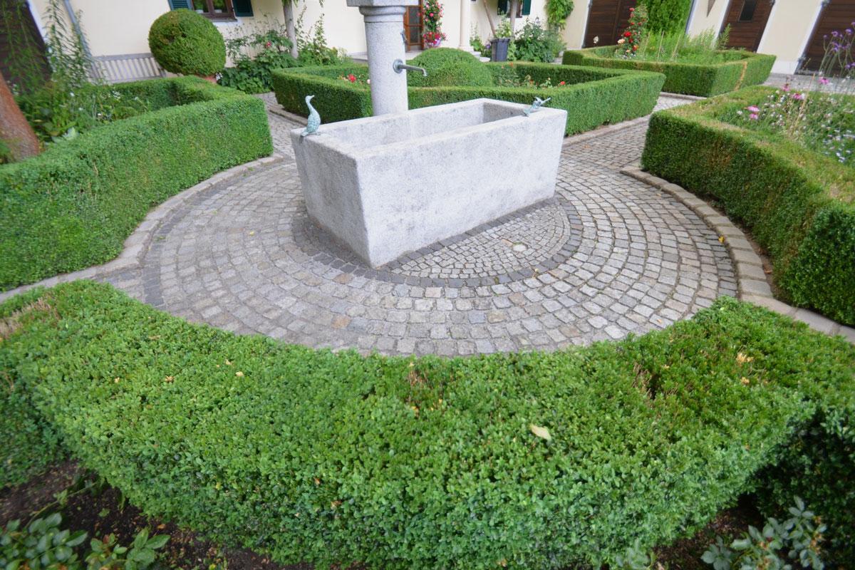 https://galabau-thaler.de/content/6-inspiration/1-hausgaerten/15-garten-15/dsc-0782.jpg