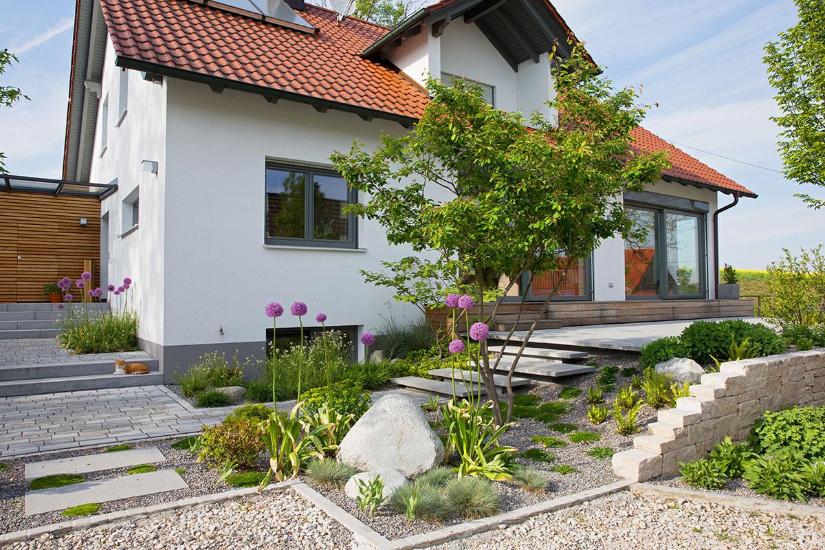 Thaler garten landschaftsbau home - Kleinen vorgarten gestalten ...